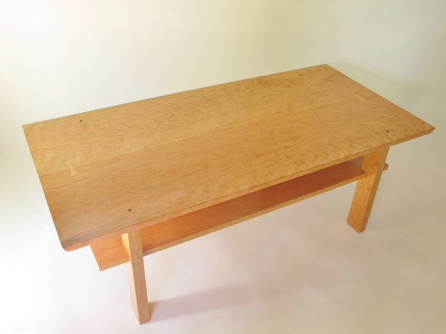 Maple Wood Coffee Table.Coffee Table With Storage Shelf